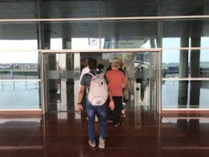 バラナシ空港のアライバル入口
