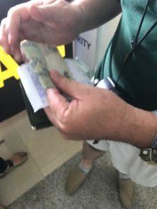 タクシーの支払い