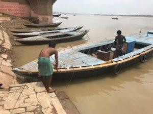 ガンジス川でボートの乗った