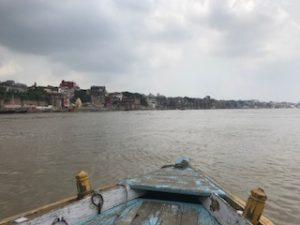 壮大なガンジス川の光景