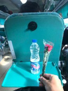 配られたバラ