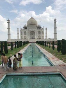 4つの柱が綺麗な大きめタージマハル