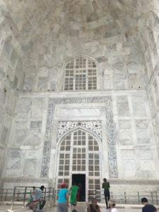 大理石が綺麗なタージマハル入口