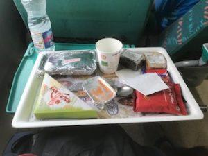 インドの電車内の食事