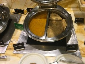 デリー空港のラウンジ内インド料理1