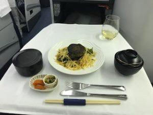 ANAの機内食ステーキ