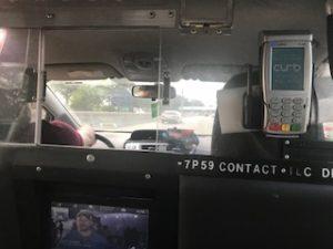 NYのタクシー車内