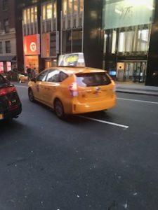 乗ってきた黄色いNYのタクシー