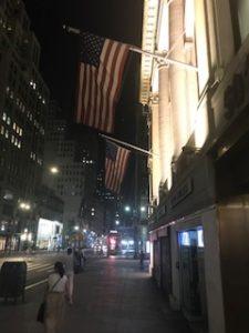 アメリカっぽい夜のNY市街地