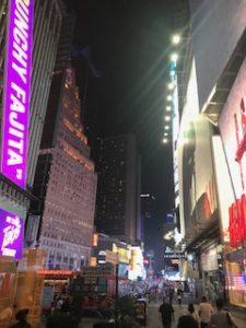夜のタイムススクエア周辺