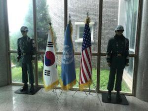 国連、おメリカ、韓国の旗がある